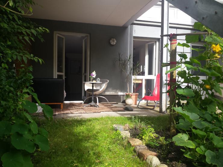 hanse sail souterrain wohnung mit terrasse im stadtzentrum 1 zimmer wohnung in rostock. Black Bedroom Furniture Sets. Home Design Ideas