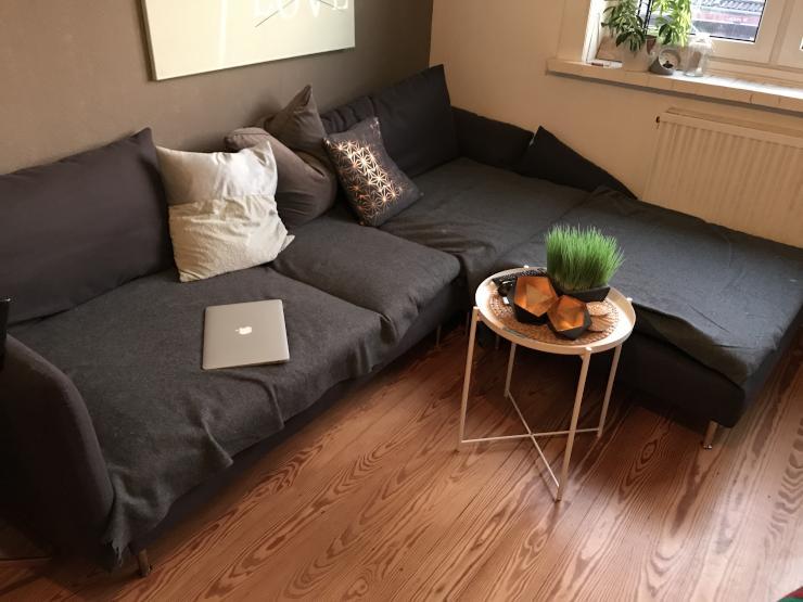 tolle 2 zimmer wohnung mit mini balkon wohnung in. Black Bedroom Furniture Sets. Home Design Ideas