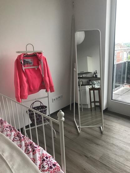 wundersch nes helles 1 zimmer appartement mit einbauk che theke 1 zimmer wohnung in gie en. Black Bedroom Furniture Sets. Home Design Ideas