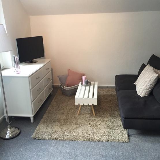 nachmieter in f r niedliche 1 5 zimmer wohnung gesucht. Black Bedroom Furniture Sets. Home Design Ideas