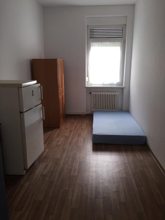 studenten zimmer 400 warmmiete keine zus tzlichen kosten 1 zimmer wohnung in freiburg. Black Bedroom Furniture Sets. Home Design Ideas