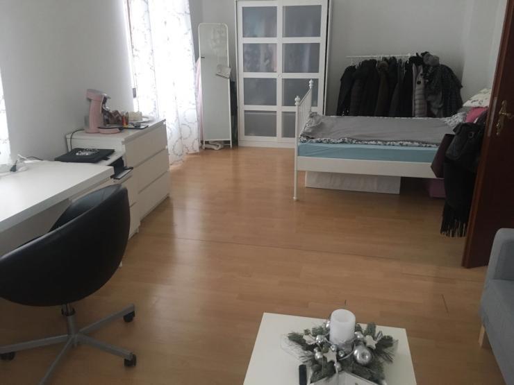 super sch ne altbauwohnung 1 zimmer wohnung in w rzburg. Black Bedroom Furniture Sets. Home Design Ideas