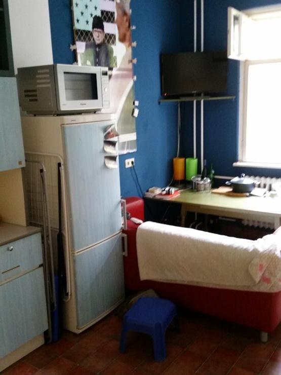 kleines zimmer in 2er wg mit hochbett und schrank wgs in berlin neuk lln. Black Bedroom Furniture Sets. Home Design Ideas