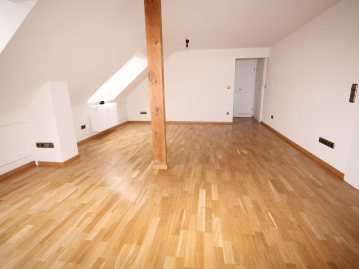 sch ne helle 2 5 zimmer dachwohnung in frankfurt oberrad wohnung in frankfurt am main oberrad. Black Bedroom Furniture Sets. Home Design Ideas