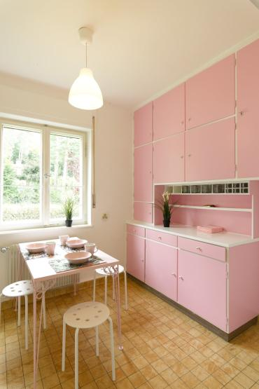 neu m bliertes zimmer in 3 wg und rosa k che wohngemeinschaft in erlangen burgberg. Black Bedroom Furniture Sets. Home Design Ideas