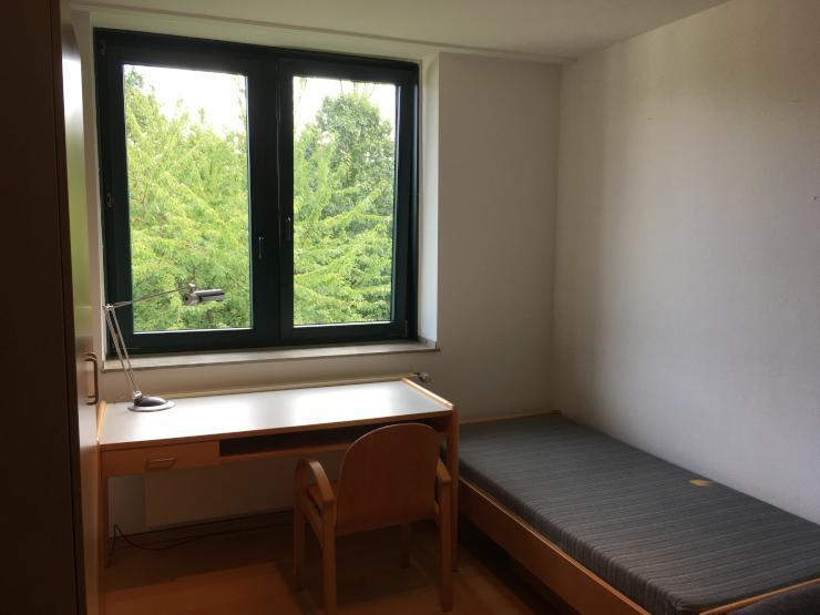 m bliertes 18m2 zimmer in 2er wg d sseldorf bilk wg. Black Bedroom Furniture Sets. Home Design Ideas