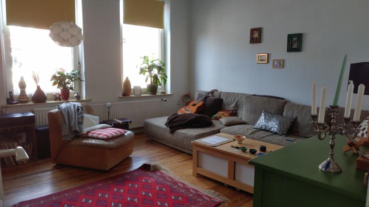 1 2 zimmer mit balkon in wundersch ner altbau wg wgs kiel schreventeich. Black Bedroom Furniture Sets. Home Design Ideas