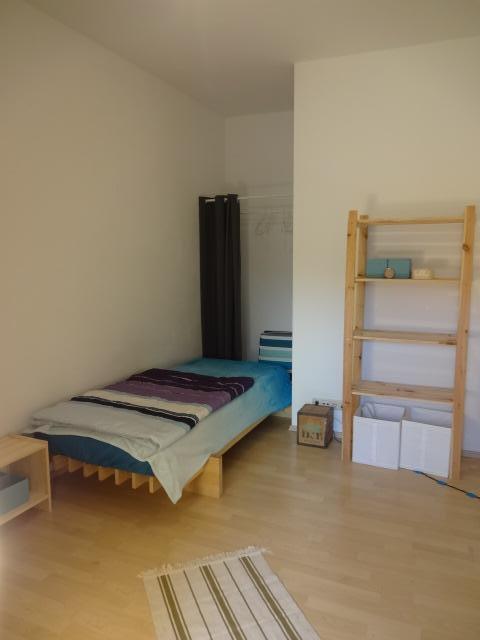 gem tliches m bliertes zimmer in freundlicher ruhiger wg wg zimmer in regensburg innenstadt. Black Bedroom Furniture Sets. Home Design Ideas