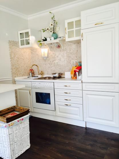 moderne sch ne und sehr helle wohnung mit balkon sehr. Black Bedroom Furniture Sets. Home Design Ideas