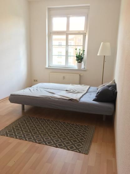 m bliertes zimmer in 3er wg mit gemeinschaftsraum in der leipziger vorstadt m bliertes wg. Black Bedroom Furniture Sets. Home Design Ideas
