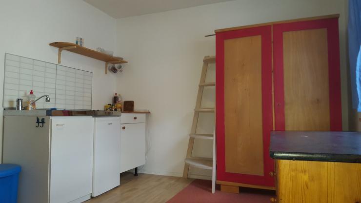 m bliertes zimmer 12qm zum zimmer suchen in freiburg zu vermieten 210 euro warm zimmer. Black Bedroom Furniture Sets. Home Design Ideas