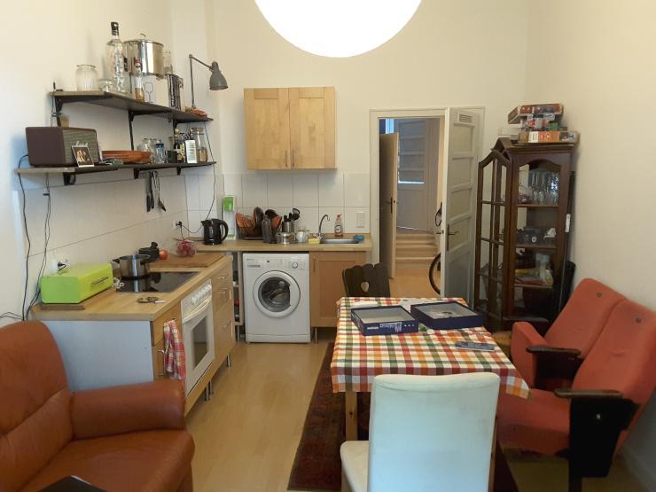 g nstige altbau single wohnung mit k che in d sseldorf oberbilk am volksgarten ab. Black Bedroom Furniture Sets. Home Design Ideas