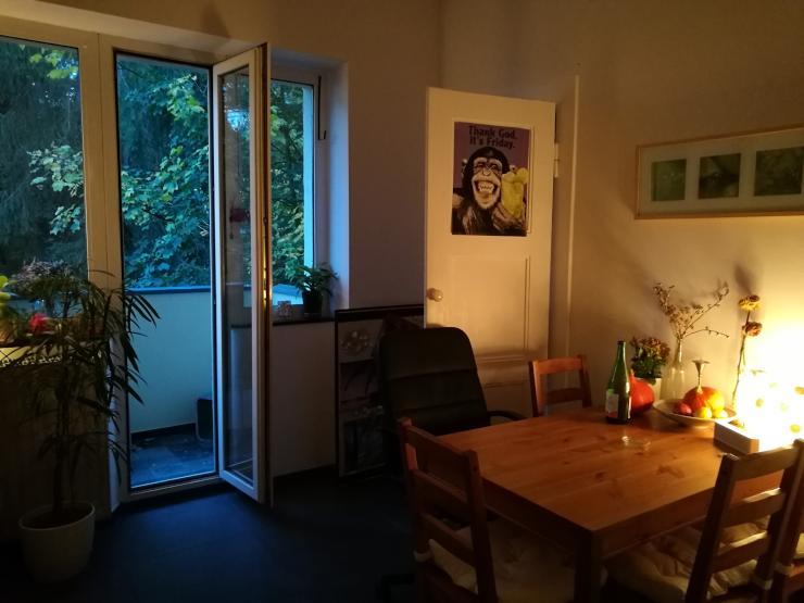zimmer in moderner wohnung supersch n gelegen mit totaaaal netten mitbewohnerinnen. Black Bedroom Furniture Sets. Home Design Ideas