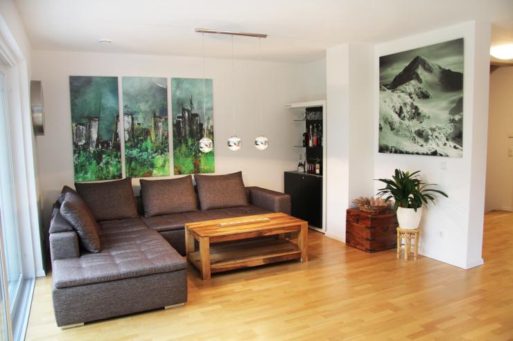 m bliertes lichtdurchflutetes zimmer in tollem luxus haus mit garten zu vermieten wg zimmer in. Black Bedroom Furniture Sets. Home Design Ideas