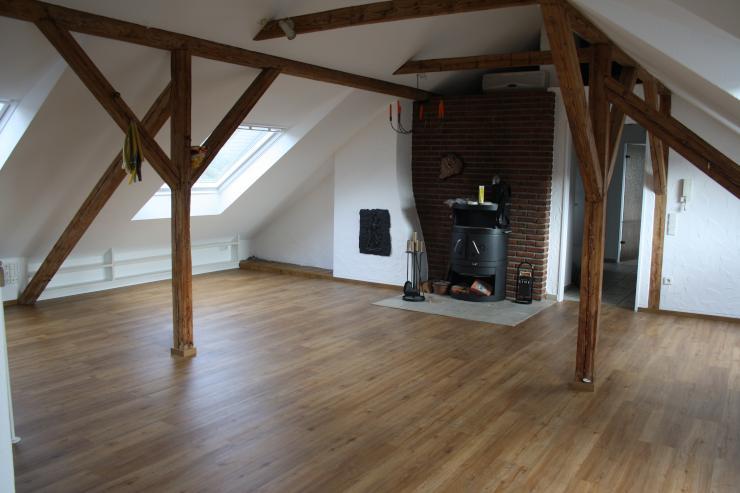 traumhafte helle maisonette wohnung mit eigener sauna klimaanlage kaminofen und einbauk che. Black Bedroom Furniture Sets. Home Design Ideas