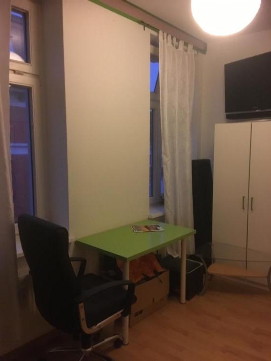 m bliertes zimmer auf wunsch in ca 13qm in leipzig reudnitz 5 minuten zur innenstadt mit den. Black Bedroom Furniture Sets. Home Design Ideas