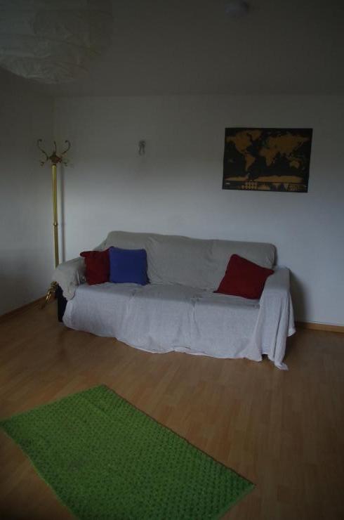 wundersch nes zimmer brehmstra e wg d sseldorf d sseltal. Black Bedroom Furniture Sets. Home Design Ideas