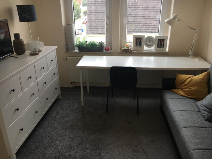 1 5 zimmer wohnung sucht nachmieter 1 zimmer wohnung in stendal stendal. Black Bedroom Furniture Sets. Home Design Ideas