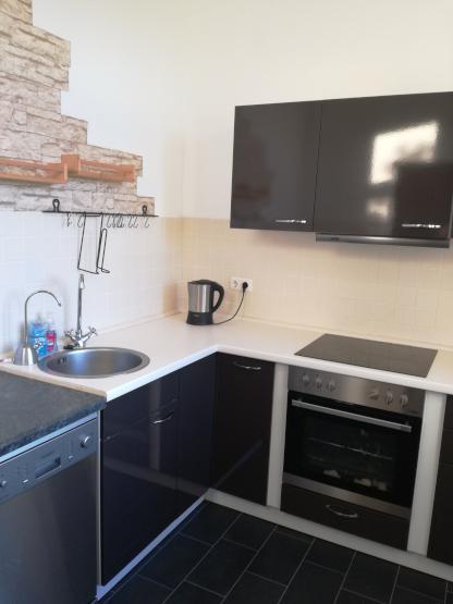 gro z gige 3 raum wohnung mit viel licht und einbauk che wohnung in dresden friedrichstadt. Black Bedroom Furniture Sets. Home Design Ideas