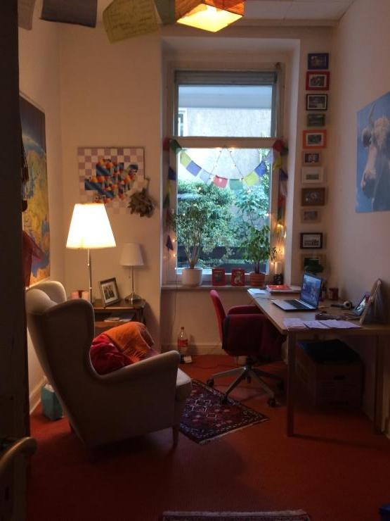 liebevolle wg sucht hauptmieter in wg zimmer in bonn. Black Bedroom Furniture Sets. Home Design Ideas