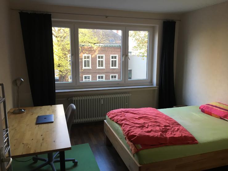 zimmer in studenten wg 15 qm suche wg d sseldorf wersten. Black Bedroom Furniture Sets. Home Design Ideas