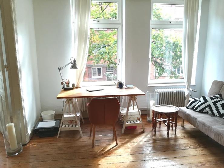 gro es und helles doppelzimmer altbau in altona zur zwischenmiete wg zimmer hamburg altona. Black Bedroom Furniture Sets. Home Design Ideas