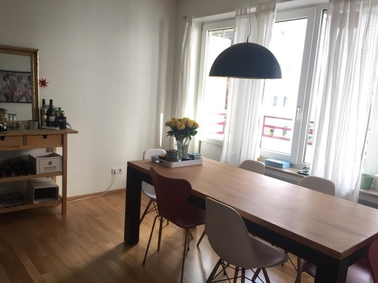 wundersch ne voll m blierte 2 zimmerwohnung 65 qm mit zwei balkonen in schwabing zur. Black Bedroom Furniture Sets. Home Design Ideas