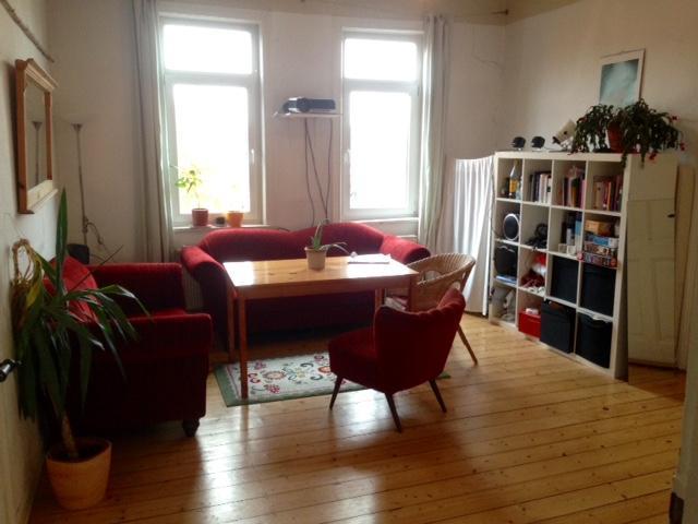 helles zimmer mit blick auf die g ttinger s dstadt in fachwerkaltbau wg suche g ttingen innenstadt. Black Bedroom Furniture Sets. Home Design Ideas