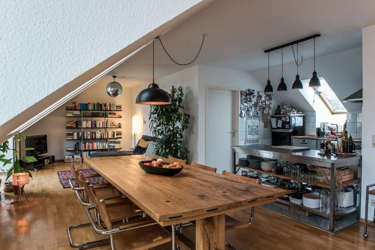 75 qm grosse helle dachgeschosswohnung zur zwischenmiete in neuk lln wohnung in berlin neuk lln. Black Bedroom Furniture Sets. Home Design Ideas