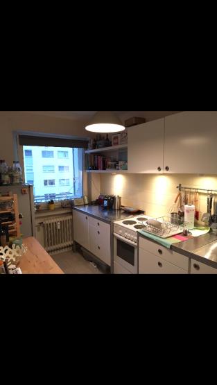 sch ne m blierte 2 5 zimmer wohnung mit gro em balkon zur untermiete wohnung in frankfurt am. Black Bedroom Furniture Sets. Home Design Ideas