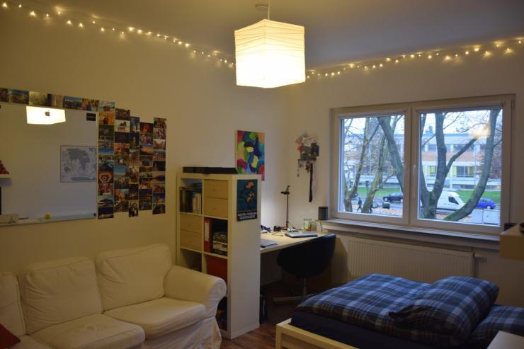 sch nes m biliertes 16qm wg zimmer in k ln m hlheim ab. Black Bedroom Furniture Sets. Home Design Ideas