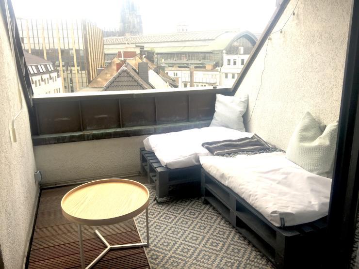 traumhafte 3 zi maisonette mit domblick f r 3 monate als zwischenmiete wohnung in k ln. Black Bedroom Furniture Sets. Home Design Ideas