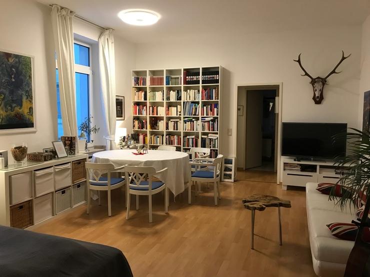 zentrale und ruhige m blierte einzimmerwohnung in. Black Bedroom Furniture Sets. Home Design Ideas