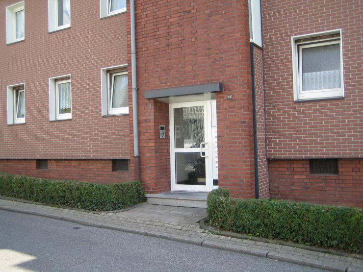 3 zimmer mit balkon renoviert ab sofort zu vermieten wohnung in essen frohnhausen. Black Bedroom Furniture Sets. Home Design Ideas