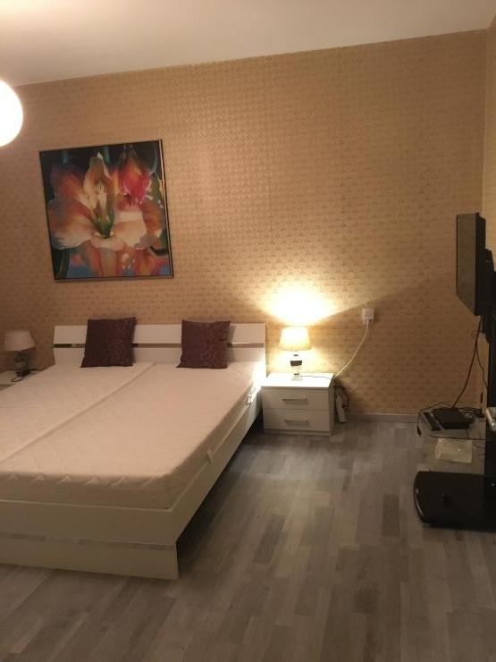 80 qm m bilierte wohnung im herzen berlins als wg geeignet wohnung in berlin charlottenburg. Black Bedroom Furniture Sets. Home Design Ideas