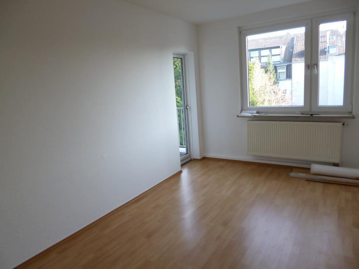2 zimmer wohnung mit k che diele bad und kleinem balkon. Black Bedroom Furniture Sets. Home Design Ideas