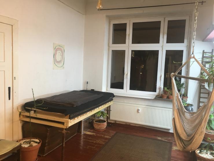 gr nes wg zimmer auf zeit wohngemeinschaften in berlin. Black Bedroom Furniture Sets. Home Design Ideas
