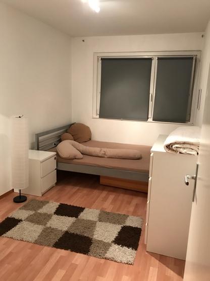 m bliertes 10 qm zimmer wohngemeinschaft in m nchen neuhausen nymphenburg. Black Bedroom Furniture Sets. Home Design Ideas