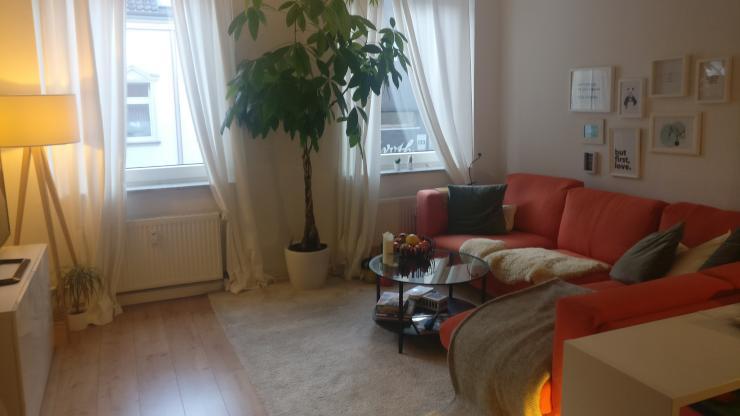sch ne helle wohnung mit hohen decken in unmittelbarer uni n he wohnung in d sseldorf wersten. Black Bedroom Furniture Sets. Home Design Ideas