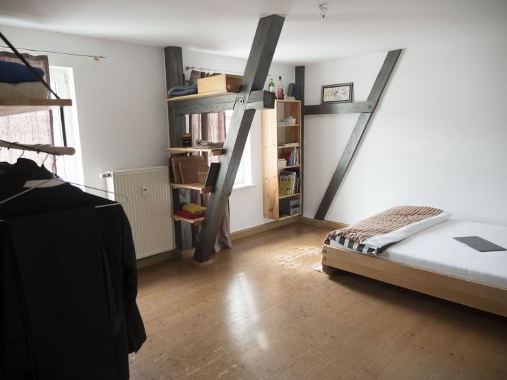 3 zimmer wohnung mit offenen balken breiten. Black Bedroom Furniture Sets. Home Design Ideas