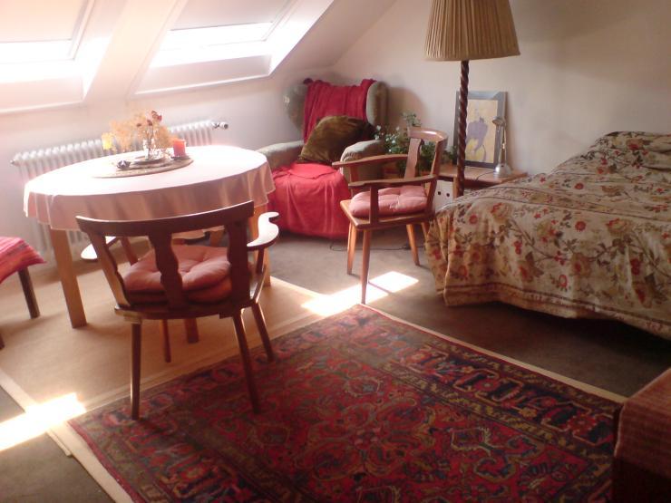 zimmer mit kleiner k che warmmiete 330 euro oder bei mithilfe g nstiger 1 zimmer wohnung in. Black Bedroom Furniture Sets. Home Design Ideas