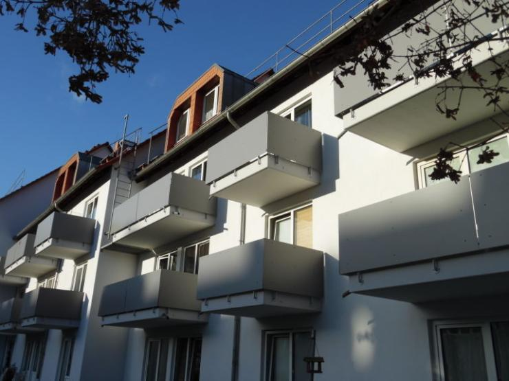 modernes wohnen in ruhiger lage auf zwei etagen f r junge leute insbesondere studenten. Black Bedroom Furniture Sets. Home Design Ideas