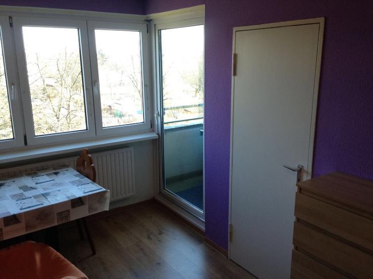 ab sofort 5 og mit einem mietvertrag anmeldung gr nem blick balkon 1 zimmer wohnung in. Black Bedroom Furniture Sets. Home Design Ideas