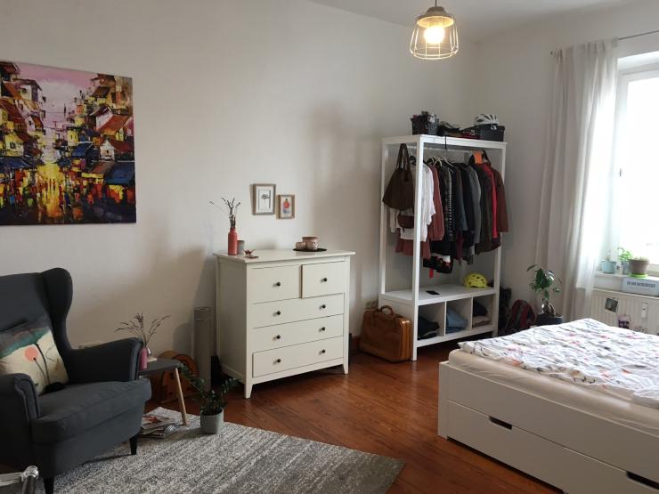 sch nes ruhiges 20 qm zimmer direkt im zentrum altbau. Black Bedroom Furniture Sets. Home Design Ideas