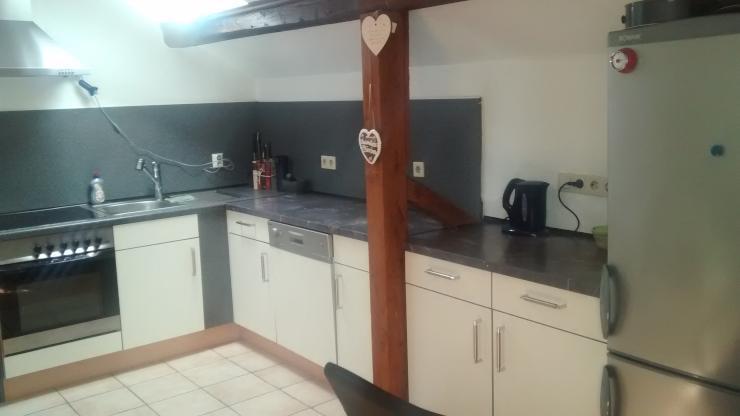 sch ne dachgeschosswohnung mit gro er k che wohnung in gie en r dgen. Black Bedroom Furniture Sets. Home Design Ideas