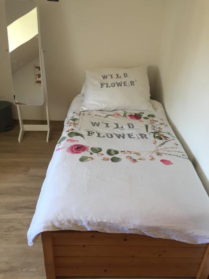 zimmer mit bad und eigener k che f r dame 1 zimmer wohnung in kempten allg u kempten. Black Bedroom Furniture Sets. Home Design Ideas