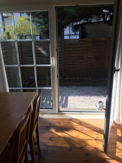 sch ne 2 zimmer wohnung mit terrasse mitten im viertel wohnung in bremen steintor. Black Bedroom Furniture Sets. Home Design Ideas