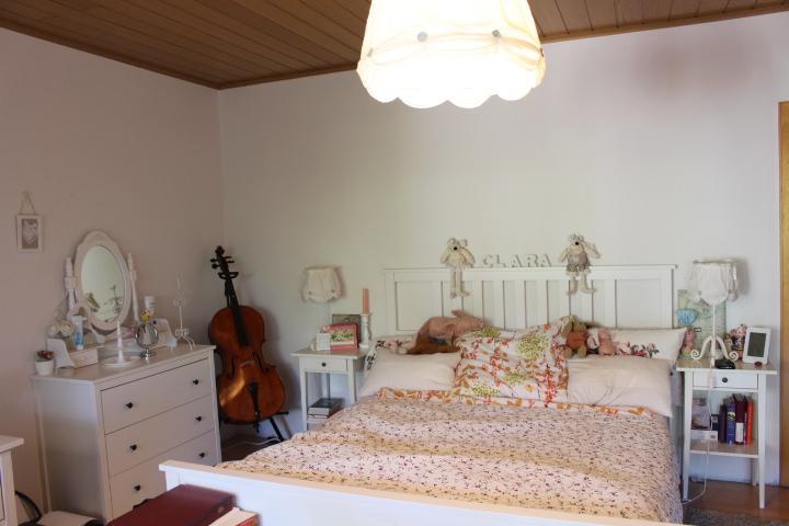 sch nes und gem tliches zimmer mit begehbaren kleiderschrank wgzimmer gie en. Black Bedroom Furniture Sets. Home Design Ideas