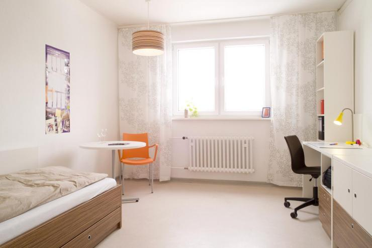 great 1 room flat for a nice summer in berlin 1 zimmer. Black Bedroom Furniture Sets. Home Design Ideas