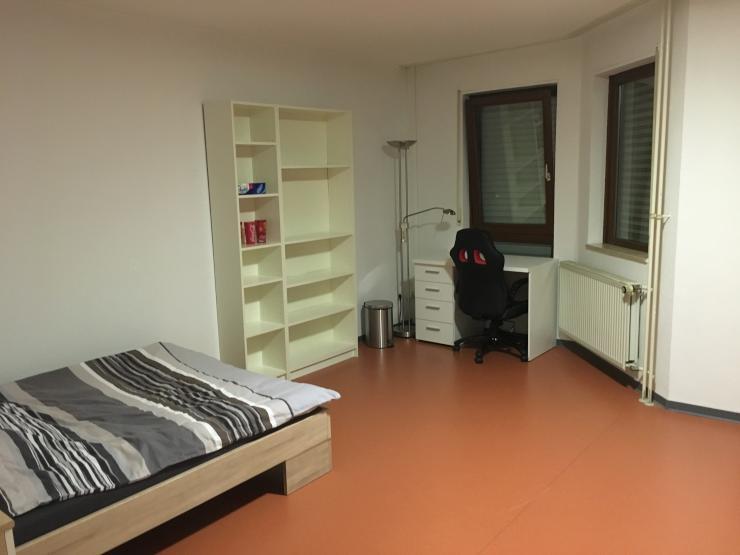 1 zimmer appartement im studentenwohnheim augartenstra e zur untermiete 1 zimmer wohnung in. Black Bedroom Furniture Sets. Home Design Ideas
